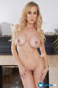 naked MILF Brandi Love big tits
